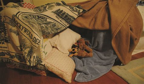 5 steps to building your own epic blanket fort bedroom blanket fort 5 steps to building your own epic