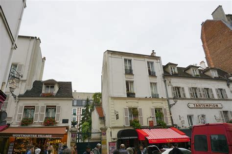 libro montmartre pariss village of where to go in paris blushing in hollywood