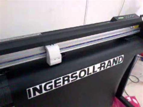 Mesin Mimaki proses cutting sticker dengan menggunakan mesin cutting