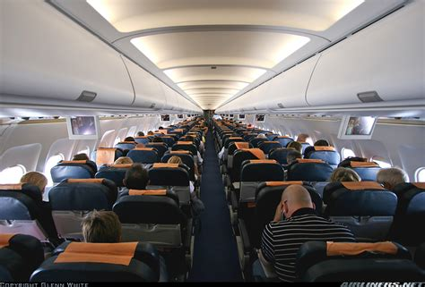 interno aereo easyjet airbus a320 232 easyjet airline aviation photo