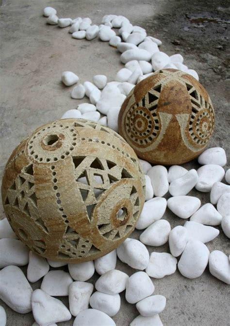 gartendeko mit steinen gartendeko mit keramik kugeln und steinen keramik