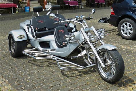 Motorrad Parkplatz Dresden by Galerie Erste 27 Fahrzeugbilder De