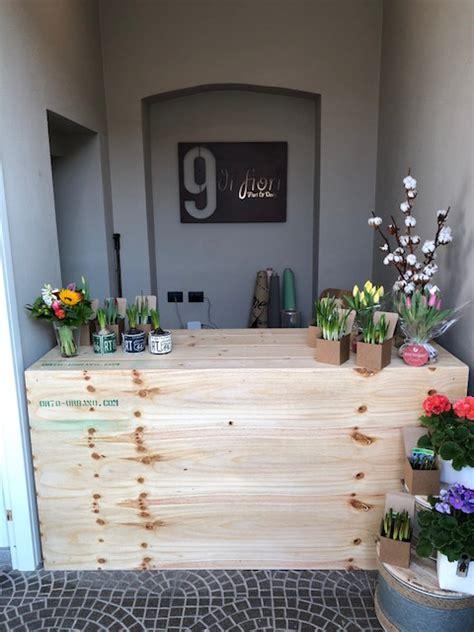 arredamento negozio fiori come scegliere l arredamento per un negozio e spendere poco