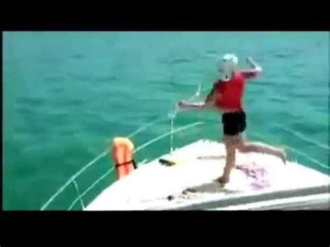 girl dancing on boat with kid drunk dancing dude jumps off a boat youtube