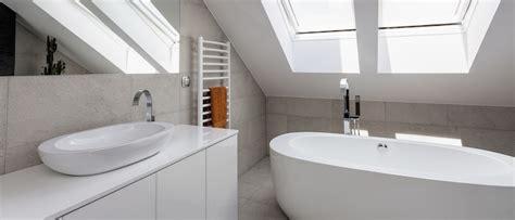 badezimmer ideen auf einem etat freistehende badewanne unter dachschr 228 ge gispatcher