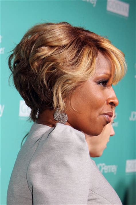 mary j blige short hairstyles stylebistro more pics of mary j blige short curls 7 of 10 short