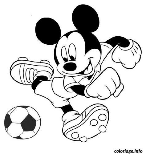 Coloriage Mickey Joue Au Foot Dessin