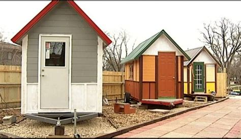 Charleston Volunteers Building Tiny House for the Homeless