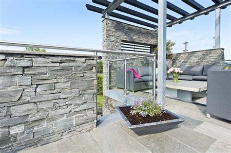 mur parement beton accueil design et mobilier