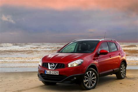 nissan red nissan qashqai red