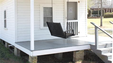 front porch   elvis presley birthplace  tupelo mississippi elvis presley birthplace