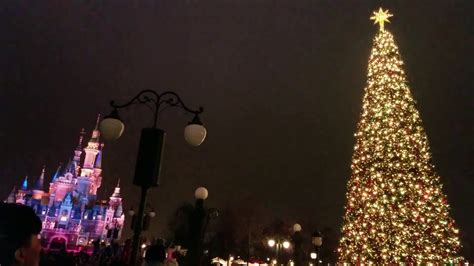 A Christmas Enchantment Tree Lighting Ceremony Disney Tree Lights