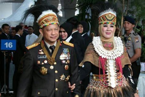 Baju Adat Dari Papua nilai pakaian adat bangsa dan jenderal tito karnavian suara papua