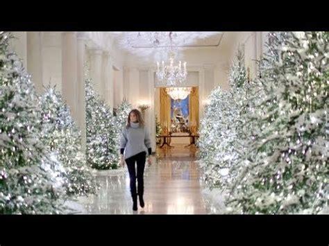 trump white house decor compare melania trump to michelle obama s white house christmas decor gigahub