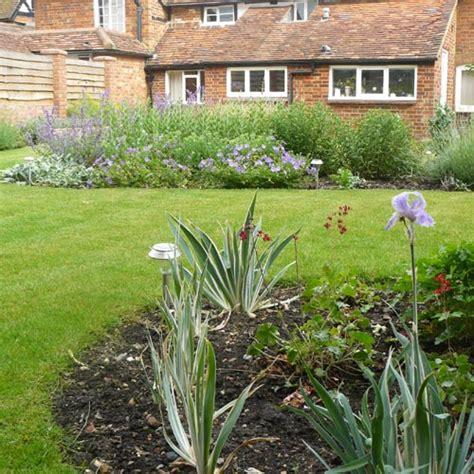 cottage garden planting scheme modern cottage garden using traditional materials