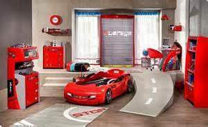idee deco chambre garcon theme voiture