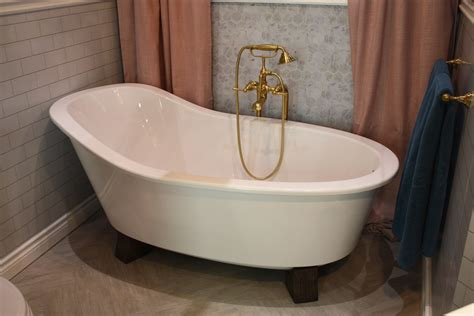 bathtub photo a modern take on an old concept freestanding bathtubs