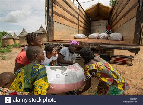 Wasser Kran Wastafel Mbas330 Mixer H C water washing lorry stockfotos water washing lorry bilder alamy
