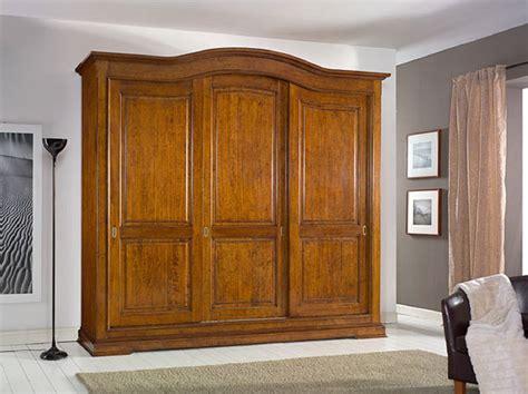 armadio a tre ante armadio in legno a tre ante scorrevoli con cassettiera