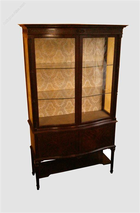Fine Quality, Serpentine Fronted Glass Display Cabinet
