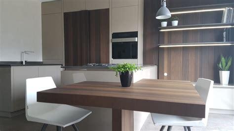 cuisine d exposition cuisine haut de gamme laqu 233 e cappuccino en promo