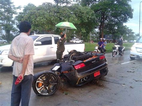 Lamborghini Gallardo Crash In Thailand Splits Car In Half