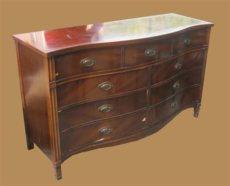 Duncan Phyfe Dresser by Uhuru Furniture Collectibles Mahogany Duncan Phyfe Bow