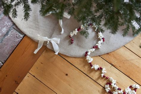 diy burlap christmas tree skirt gardenista