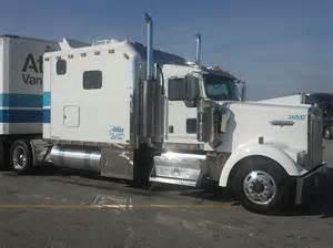2006 kenworth w900l semi truck with 120ft ari legacy