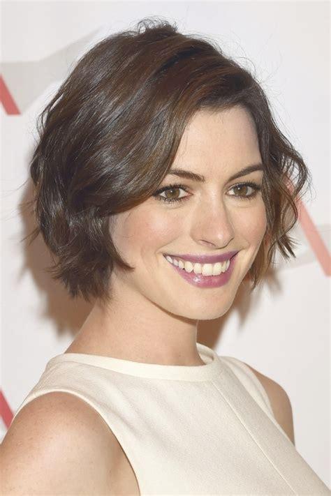 ropa para pelo corto corte de pelo corto cara ovalada mujer peinados de moda