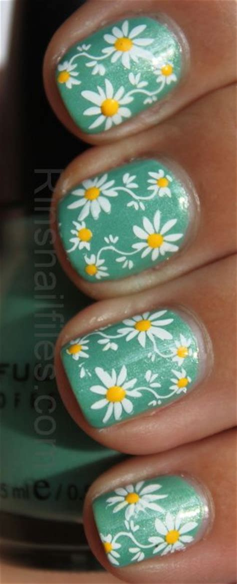 daisy pattern nails daisy nails daisies and dotting tool on pinterest