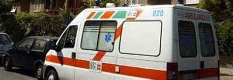 ufficio anagrafe battipaglia eboli si butta dal balcone dell ufficio e cade sul marito