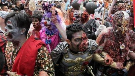 la marcha zombi 8499894046 marcha zombie aterroriza a cdmx r 201 cord