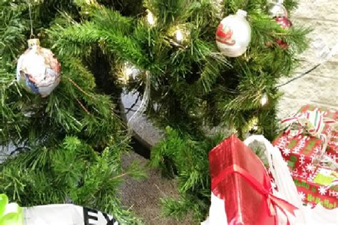 how to prevent christmas tree from drying out iema offering tips to keep safe this season wjbc am 1230