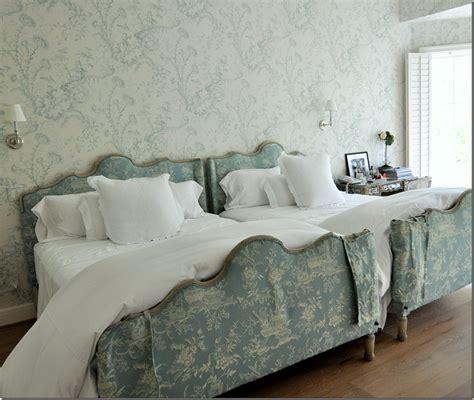 toile wallpaper bedroom scalamandre s quot pillement toile quot wallpaper absolutely