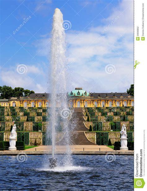 sanssouci tuin fontein in sanssouci potsdam stock foto afbeelding