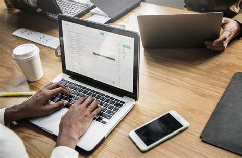 gente de negocios trabajando  computadora portatil