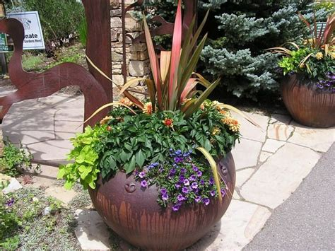 Plant Pot Ideas For The Patio by Patio Flower Pot Arrangements Beautiful Potted Plants