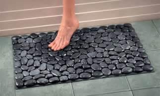 rock bath mat with river rocks tutorial and bonus ideas