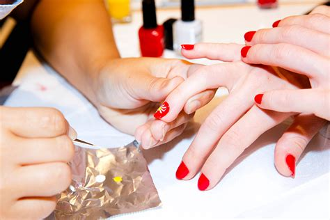 Manicure Di Nail Shop how to spot an ethical nail salon plus a handful we repeller