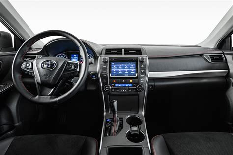 Toyota 2015 Interior 2015 Toyota Camry Look Photo Gallery Motor Trend