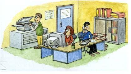 segretaria in ufficio segreteria