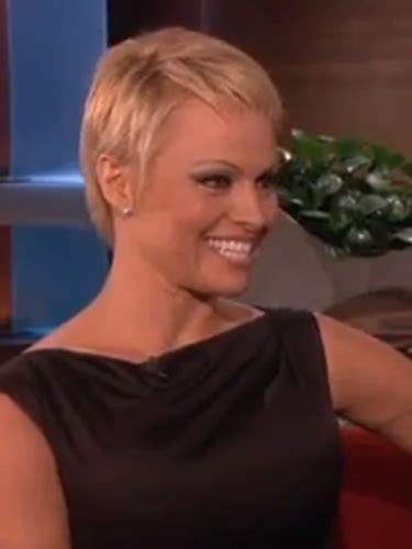 Coupe courte pixie ? Pamela Anderson ? Modèle coiffure 2017