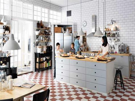 Charmant Amenagement Meuble Cuisine Ikea #2: cuisine-americaine-avec-ilot-central-et-plan-de-travail-bois.jpg