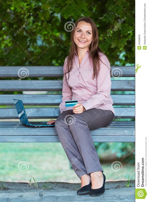 bench credit card businesswoman with computer laptop and credit card on the bench stock photography