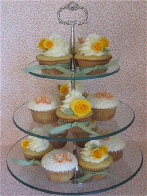 wedding cupcakes   dinner tables albany wedding dj