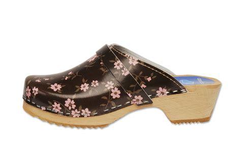 swedish clogs for swedish clogs take 10 fashion by a