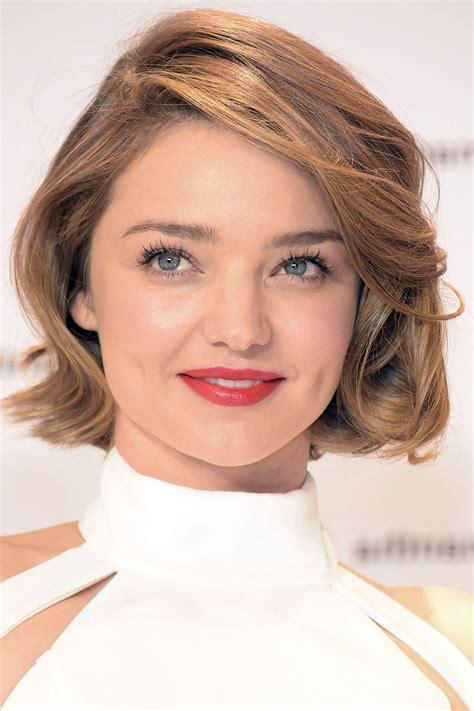 cheveux courts visage ovale coupe de cheveux pour visage rond les astuces capillaires pour mettre en valeur le visage rond