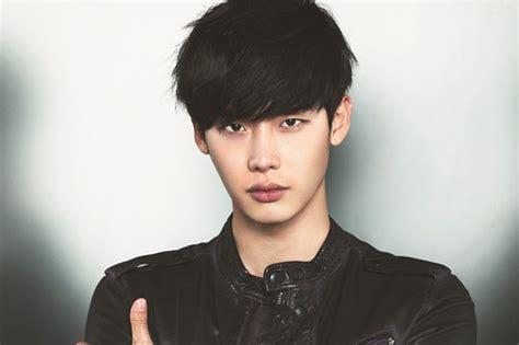 lee jong suk main film lee jong suk shows off his captivating gaze for geek