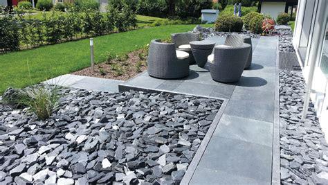 giardini con ciottoli ciottoli e granulati per decorare il giardino